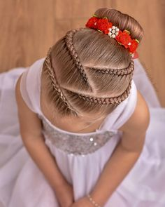 Remember the pink ballet style with lace braids ? Well this is the blonde version ! ❤️❤️❤️ Bunwrap from Cute Little Girl Hairstyles, Baby Girl Hairstyles, Kids Braided Hairstyles, Box Braids Hairstyles, Prom Hairstyles, 1940s Hairstyles, Princess Hairstyles, School Hairstyles, Updo Hairstyle