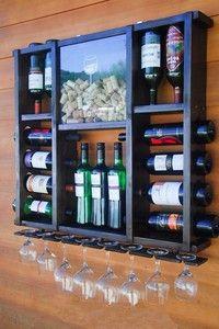 Adega porta vinho, taças e porta rolhas em Madeira parede