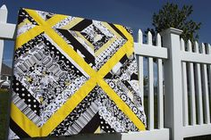 black, white, and bright yellow...  how gorgeous is this?