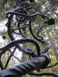 vine sculpture - mark puigmarti--- this would be cool beside a tree so kids could climb up it! Metallica, Tree Support, Forging Metal, Iron Steel, Iron Work, Metal Tree, Forged Steel, Blacksmithing, Sculptures
