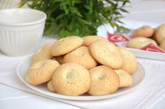 Biscotti al latte Biscotti Cookies, Cake Cookies, My Favorite Food, Favorite Recipes, My Favorite Things, Allrecipes, Cookie Recipes, Sweets, Bread