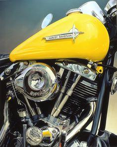Tjalf Sparnaay painting: Yellow Harley - 100 x 80 cm