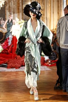 John Galliano The Christian Dior collection pales in comparison with this one, in my humble opinion. John Galliano reinterprets the John Galliano, Galliano Dior, Couture Fashion, New Fashion, Runway Fashion, High Fashion, Fashion Show, Fashion Design, Dior Couture