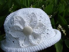 Ladies spring/summer hat made by me. A free hat pattern and Bonita Pattern's croc flower..one of my favorites!