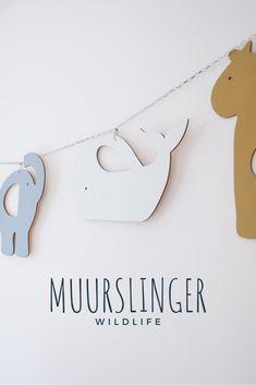 HOUTEN SLINGER | WILDLIFE - Handgemaakte houten slinger met wilde dieren: giraffe, walvis, olifant, nijlpaard en dino. @verslingerdaanhout