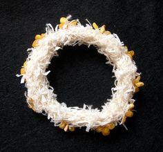 Florence JAQUET - bracelet  fil de coton et papier de lin, perles d'ambre  (à la galerie Caractere, Neuchatel, CH)