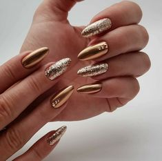 Wedding Nails-A Guide To The Perfect Manicure – NaiLovely Cute Acrylic Nails, Glitter Nails, Cute Nails, Pretty Nails, Gold Manicure, Manicure Ideas, Golden Nail Art, Golden Nails, Gel Nails At Home