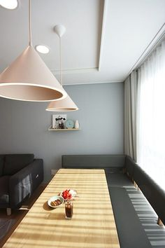 핑크 포인트 새아파트 신혼집 홈스타일링: homelatte의 거실 Ceiling Lights, Living Room, Lighting, Projects, Home Decor, Space, Log Projects, Floor Space, Blue Prints
