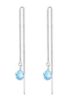 Diese funkelnden Ohrhänger aus feinstem 925er Sterling Silber sind ein echter Blickfang! Die glamourösen Perlen aus hellblauen Kristallen von Swarovski sorgen für einen Hauch von Glamour an jedem Outfit. Setze funkelnde Akzente mit diesem leuchtenden Accessoire!  Produktdetails: Gesamtanzahl Steine: 2, Steinschliff: Perlenschliff, Steinform: Rund, Steingröße: 6 mm, Steinart: Swarovski Kristalle...