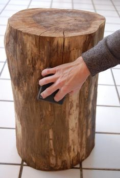 great  tutorial, how to make a tree stump table...or perhaps a bench