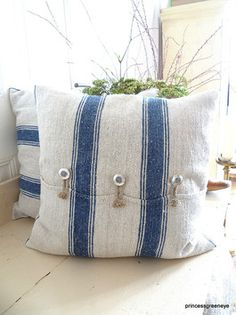 rough linen pillows - maybe use linen teatowels!!