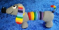 (2018-02) Regnbuehund [DK] Crochet Baby, Knit Crochet, Amigurumi Toys, Crochet Animals, Kids And Parenting, Baby Toys, Dachshund, Inventions, Cuddling
