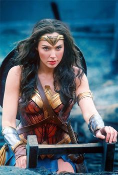 Wonder Woman director Patty Jenkins explains her approach to Diana Prince's (Gal Gadot) action scenes. It remains to be seen how Wonder Woman's ac. Wonder Woman Cosplay, Wonder Woman Film, Gal Gadot Wonder Woman, Wonder Women, Marvel Dc, Super Heroine, Gal Gabot, Films Cinema, Comic Kunst