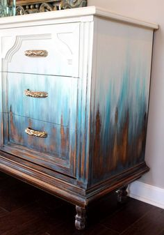 Stunning effect! I would love to decorate a piece of furniture in such a manner