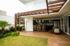 Classic style balcony, veranda & terrace by Roma Arquitetura Terrasse Design, Patio Design, House Design, Outdoor Rooms, Outdoor Living, Outdoor Decor, Home Interior Design, Interior And Exterior, Patio Kitchen