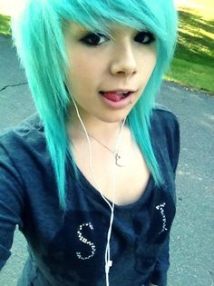 Blue scene hair!!! I'm gonna get my hair cut like this but a little shorter and next summer getting my hair this color <3