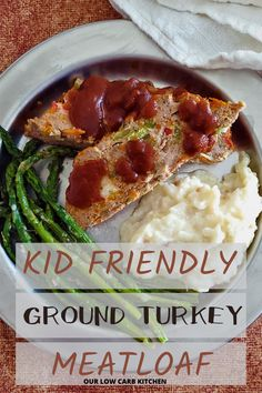 OMG! Loved this recipe. My hubby said it was the best turkey meatloaf he's had! High Protein Meal Plan, Low Carb Meal Plan, Ground Beef Recipes For Dinner, Healthy Dinner Recipes, Dinner Dishes, Main Dishes, Ground Turkey Meatloaf, Burger Side Dishes, Low Carb Chicken Casserole