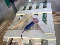 Todo sobre las vallas de madera | Hacer bricolaje es facilisimo.com Pallet Furniture, Pallet Projects, Picnic Table, Ideas Para, Backyard, Exterior, Diy Crafts, Cool Stuff, Wood