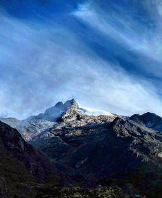 Andes Venezuela (@AndesVenezuela) Pico Humboldt (4940m). #SierraNevada #Mérida. Foto de Leonel Delgado.