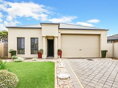 42 Kingfisher Road Noarlunga Downs for sale with Kevin J. Barry from the #Professionals #Christies #Beach, #RealEstate agency - 08 8382 3773. #Modern #New #Home