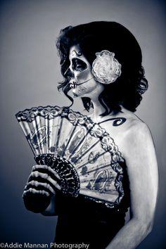 Dia De Los Muertos. Love the fan accessory for a costume idea I have cooking up!
