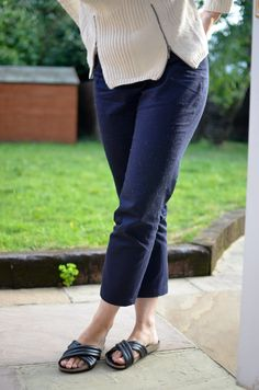 Sew Over It Ultimate trousers in navy blue cotton drill. This pattern is great - really simple to make up - but I still haven't got the fit quite right. They look fine when I stand up, but as soon as I sit down all kinds of badness and exposed knickers happens. One of my missions for this year is to nail the fitting problems!