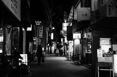 #streetphotography #people #peoplewatching #pointofmyview #landscape #lifestyle #snapshot #ig_japan #ig_snapshots #ig_worldclub #ig_monochrome #monochrome #cityspace #urbanlandscape #walkingaround #wathingpeople #japan #japanfocus #ファインダー越しの私の世界 #日常風景 #スナップショット #fujifilm_xseries #team_fuji #ordinarydays #nightshot #Instagramjapan #nightphotography