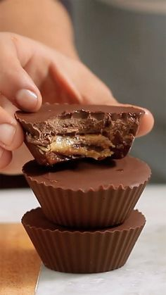 Recipe with video instructions: Sweet dreams are made of these thick chocolate cups stuffed with creamy peanut butter. Ingredients: Muffin cups, 16 ounces of melted chocolate semisweet, 7 ounces. Köstliche Desserts, Chocolate Desserts, Delicious Desserts, Dessert Recipes, Yummy Food, Tasty, Healthy Food, Healthy Eating, Healthy Recipes