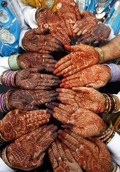 Also known as henna. Applying Mehndi is a common tradition in India. Women apply Mehndi during weddings and other occasions. Henna Tatoos, Henna Mehndi, Henna Art, Hand Henna, Indian Tattoos, Arabic Henna, Teej Festival, Fast And Pray, We Are The World