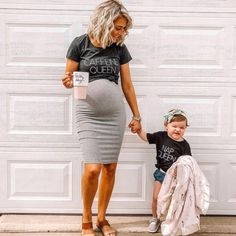 Maternity Clothes Discover Mom Life = Caffeine Queen Nap Queen Love mommy and daughter matching looks Casual Maternity Outfits, Stylish Maternity, Maternity Wear, Cute Pregnancy Outfits, Maternity Looks, Maternity Clothes Spring, Summer Maternity Fashion, Pregnant Outfits, Pregnancy Clothes