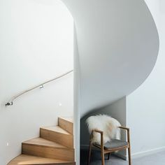 Pleysier Perkins Architects adds a penthouse upon a design intervention done back in 2006 to a quirky old double story warehouse in Armadale, Australia. Loft Design, House Design, Modern Design, Interior Architecture, Interior And Exterior, Converted Warehouse, Melbourne House, Staircase Design, Spiral Staircase