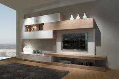 Este mueble de salón mide 360 cm de largo y 45 cm de fondo. Proponemos la combinación de blanco mate y roble fuster.