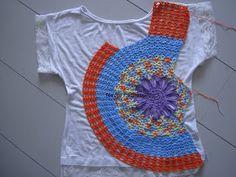 Blusa com flor irregular, inspirada no modelo chinês, feita com sobras de linhas Anne e Bella, Tam. P                                       ...