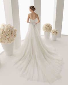 2014 Dreamlike V-neck A-line Sweep Train Tulle with Lace Wedding Dress