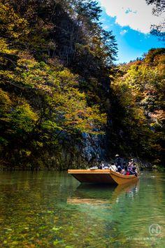 japan geibi geibikei boat river gorge momiji autumn photography