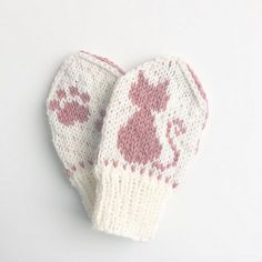 Ravelry: Tenkepus / Thinking Kitty pattern by Tonje Haugli Knitted Mittens Pattern, Knitted Hats Kids, Knit Mittens, Knitting For Kids, Knitting Projects, Knitting Graph Paper, Baby Knitting Patterns, Norwegian Knitting, Crochet Storage