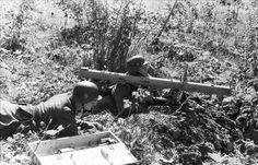 Bundesarchiv Bild 101I-734-0019-15, Russland-Nord, Soldaten mit Raketen-Panzer-Büchse - Raketenpanzerbüchse 54 – Wikipedia