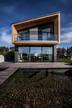 Find home projects from professionals for ideas & inspiration. Mehrgenerationenhaus by GmbH Contemporary Architecture, Contemporary Design, Architecture Design, Modern Design, Design Art, Design Ideas, Villa Design, House Design, Haus Am See
