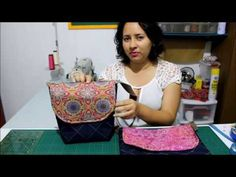 Lancheira Térmica - Passo a Passo - YouTube Diy Videos, Craft Videos, Patchwork Tutorial, Craft Room Storage, Handmade Purses, Craft Tutorials, Lunch Box, Patches, Youtube