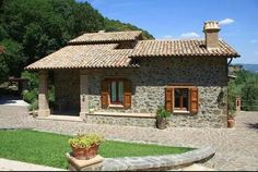 Resultado de imagen para casale in pietra Mexico House, House On The Rock, Forest House, Spanish House, Village Houses, Cabins And Cottages, Stone Houses, Gaudi, Traditional House