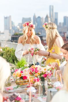 See this flower crown party and the rest of Lauren's Friday Favorites Diy Flower Crown, Diy Crown, Flower Crowns, Crown Party, A Little Party, Festa Party, Tropical Party, Party Entertainment, Girls Night