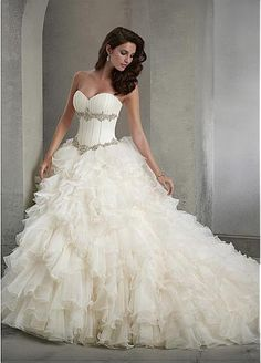 Elegant Organza Sweetheart Neckline Basque Waistline Ball Gown Wedding Dress