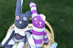Cute and easy sock bunnies out of knee highs.  EASY