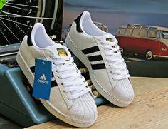Tênis Adidas Superstar Branco Preto Unisex. saiu das quadras de basquete da  década de ad426d1469a4a