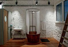Bathroom original.