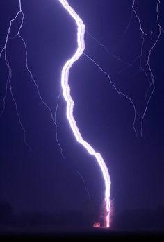 Ribbon lightening hits a tree