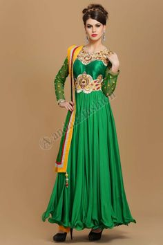 Vert Viscose long Anarkali Ensemble Churidar Design No. 1528 Prix- 112,27 € Andaaz Fashion - Vision des nouveaux immigrants Designer long Anarkali Ensemble Churidar a Green Viscose kameez dans notre boutique en ligne. Concu avec empiecement de soie de Dupion avec Zari, Resham, naski, dabka & zircon broderie.  @http://www.andaazfashion.fr/salwar-kameez/anarkali-suits/green-viscose-long-anarkali-churidar-suit.html