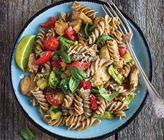Lemon Chicken Pasta Salad from BigY Protein Rich Foods, High Protein Recipes, Low Calorie Recipes, Fusilli, Vigilante Do Peso, Lemon Chicken Pasta, Scd Recipes, Eat Right, Main Meals