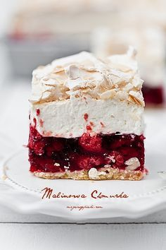 ... short pastry with raspberry jelly, vanilla cream cheese and almond meringue ...
