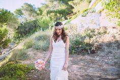 boda ibiza vistas al mar aire libre hostal na xamena (15) Ibiza, Wedding Styles, Wedding Dresses, Hair Styles, Fashion, Wedding Hair Styles, Pretty, Bride Dresses, Hair Plait Styles